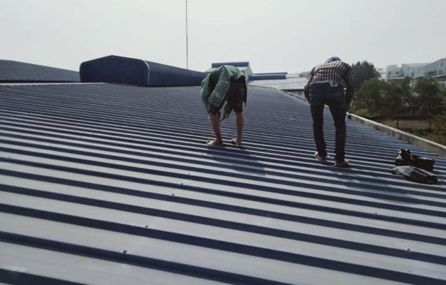 ⇒ Là đơn vị cung cấp dịch vụ chống dột mái tôn quận 10 giá rẻ, xử lý chống thấm dột nhà ở triệt để 100%. Thợ chống dột mái tôn quận 10 nhận sửa chữa, chống dột mái tôn nhà ở, chống dột mái tôn nhà xưởng. Xử lý khắc phục mọi hiện tượng thấm dột mái tôn bị biến dạng, hư hỏng nặng và nhẹ. Dịch vụ chống dột mái tôn quận 10 có nhiều năm kinh nghiệm trong lĩnh vực.  ⇒ Nhận sửa chữa, chống dột mái tôn nhà cấp 4, nhà cao tầng, nhà mái ngói, nhà trọ, nhà xưởng, quán xá, mặt tiền kinh doanh. Chống thấm dột tường nhà, chống thấm vách tường, xử lý hiện tượng ẩm mốc nhà...Cam kết dịch vụ chống dột mái tôn giá rẻ uy tín khu vực quận 10. Liên hệ O907.603.222 - O979.996.926