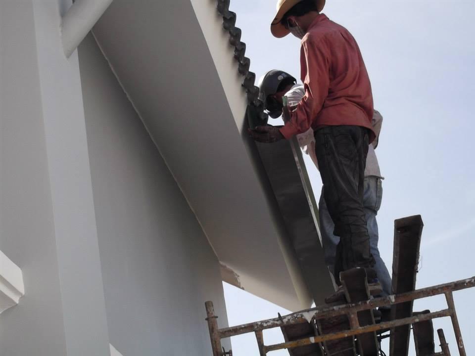 Thợ chuyên thi công máng xối thoát nước tại quận 5, nhận làm máng xối inox, máng xối tôn mạ kẽm. Gia công máng xối vuông và tròn, với đầy đủ độ dày khác nhau, từ 4 dem, 5 dem, 6 dem. Đội thợ chuyên lắp đặt máng xối tại khu vực quận 5 có nhiều năm kinh nghiệm trong lĩnh vực mái tôn máng xối thoát nước. Đảm bảo tốt độ bền, chắc chắn, cam kết với khách hàng sản phẩm chất lượng, hàng có thương hiệu, được bảo hành dài hạn. Nhận làm máng xối cho tất cả các công trình nhà ở, nhà chung cư, nhà biệt thự, nhà trọ, nhà cho thuê, nhà cao tầng...Liên hệ O9O7.6O3.222
