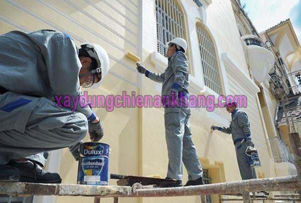 Dịch vụ sơn nhà trọn gói phú nhuận, sơn lại nhà cũ, thợ đu dây sơn nhà chuyên nghiệp.
