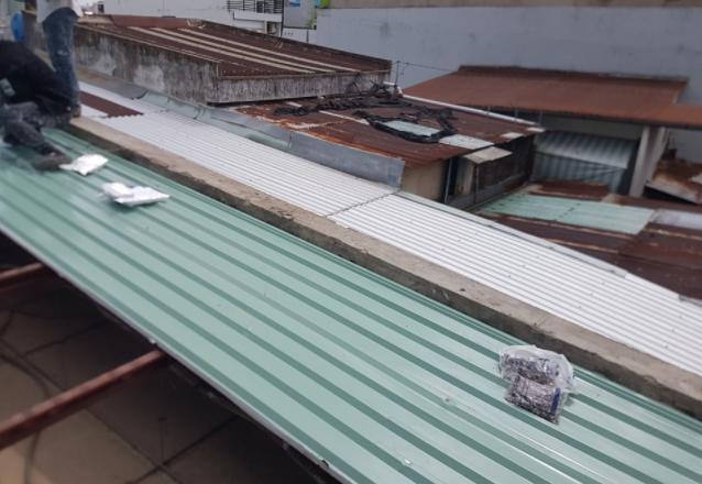 Dịch vụ chống dột mái tôn quận 11, nhận xử lý hiện tượng thấm dột mái tôn, thấm dột trần nhà bê tông. Thợ chống dột mái tôn quận 10, có nhiều năm kinh nghiệm trong nghề, chống thấm dột bằng nhiều cách chống dột mái tôn triệt để. Dịch vụ chống dột mái tôn ở quận 11, khắc phục nhanh chóng hiệu quả tất cả các nguyên nhân gây ra hiện tượng thấm dột như: Xử lý chống dột mái tôn, mái ngói, trần nhà bê tông, trần thạch cao, thấm tường nhà,...Liên hệ O9O7.6O3.222
