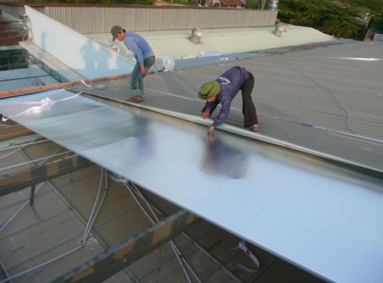 Dịch vụ chống dột mái tôn tại quận 12, xử lý hiện tượng thấm dột mái tôn nhà ở, nhà xưởng, nhà mái ngói, máng xối. Thợ chống dột mái tôn quận 12, khắc phục nhanh chóng hiện tượng thấm dột tường nhà, trần nhà, vách tường. Là đơn vị có nhiều năm kinh nghiệm trong việc xử lý thấm dột mái tôn uy tín, chuyên nghiệp, giá cạnh tranh. Nhận thi công sửa chữa mái tôn, thay mái tôn, lợp mái tôn nhà ở, nhà cấp 4, nhà trọ, nhà cho thuê, nhà mái ngói...Liên hệ O9O7.6O3.222 - O979.996.926
