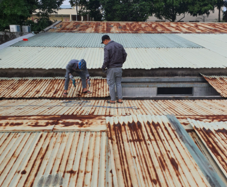 Dịch vụ chống dột mái tôn tại quận 3, chuyên xử lý chống dột mái tôn, mái ngói, mái poly, sân thượng, sàn seno. Nhận sửa chữa chống dột mái tôn nhà ở, nhà xưởng, chống thấm dột mái tôn nhà chung cư, nhà cấp 4, nhà trọ,...Thợ chống dột mái tôn quận 3, có nhiều năm kinh nghiệm trong linh vực xử lý mái tôn bị hử hỏng, mốp méo...Xử lý chống dột tiếp giáp nhà bên cạnh, chống dột bằng silocon, máng dính nhựa korea...Bạn đang có nhu cầu chống dột mái tôn ở khu vực quận 3, liên hệ O907.603.222