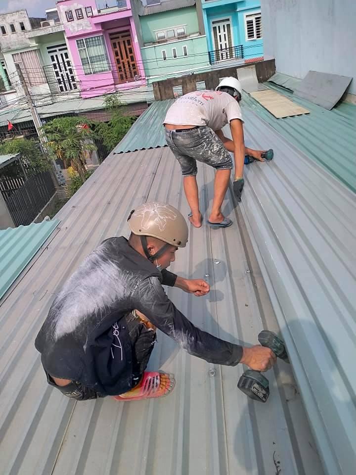 Công ty chuyên cung cấp dịch vụ chống dột mái tôn tại quận 5, chống dột hiệu quả 100% bảo hành dài hạn. Thợ chống dột mái tôn quận 5 có nhiều năm kinh nghiệm trong việc xử lý chống dột mái tôn bằng nhiều phương pháp. Dịch vụ chống dột mái tôn quận 5, nhận sửa chữa mái tôn bị hư hỏng, sửa mái tôn, thay mái tôn cũ. Dịch vụ chống dột mái tôn quận 5, nhận chống dột mái tôn nhà xưởng, nhà cấp 4, nhà trọ, nhà tiền chế, khu chung cư, quán xá, chống thấm dột sàn mái...Liên hệ O907.603.222
