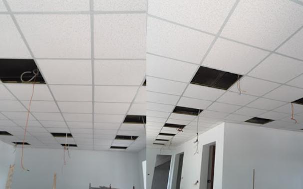 Thợ làm trần thạch cao tại quận 10, chúng tôi chuyên thi công trần thạch cao giá rẻ khu vực quận 10. Nhận đóng vách ngăn thạch cao, làm trần nhựa, trần thả, trần nổi, trần chìm. trần thạch cao giật cấp...Thi công đóng trần thạch cao cho các công trình dân dụng và nhà xưởng, văn phòng. Thợ đóng trần thạch cao ở tại quận 10, với nhiều năm kinh nghiệm trong nghề, cam kết mang lại cho khách hàng một dịch vụ tốt nhất.
