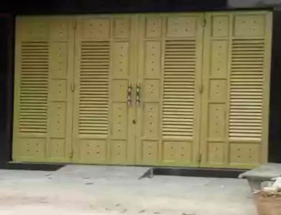 CHIẾN AN KHANG cung cấp thợ sơn dầu cửa sắt tại quận 7, sơn cửa cổng, sơn hàng rào sắt, sơn khung sắt bảo vệ, sơn chống rỉ mái tôn. Là đơn vị có nhiều năm kinh nghiệm trong lĩnh vực thi công sơn cửa sắt, bền đẹp, chất lượng, bảo hành dài hạn. Thợ sơn cửa sắt tại quận 7, nhận sơn cửa sắt nhà ở, sơn nhà xưởng, nhà biệt thự, các hộ chung cư, phun sơn hàng rào nhà xưởng...Nhận sơn cửa sắt phòng ngủ, phòng khách, sơn giả gỗ, sơn vân gỗ...Hỗ trợ khách hàng tư vấn các loại sơn dầu tốt nhất hiện nay. Liên hệ O9O7.6O3.222